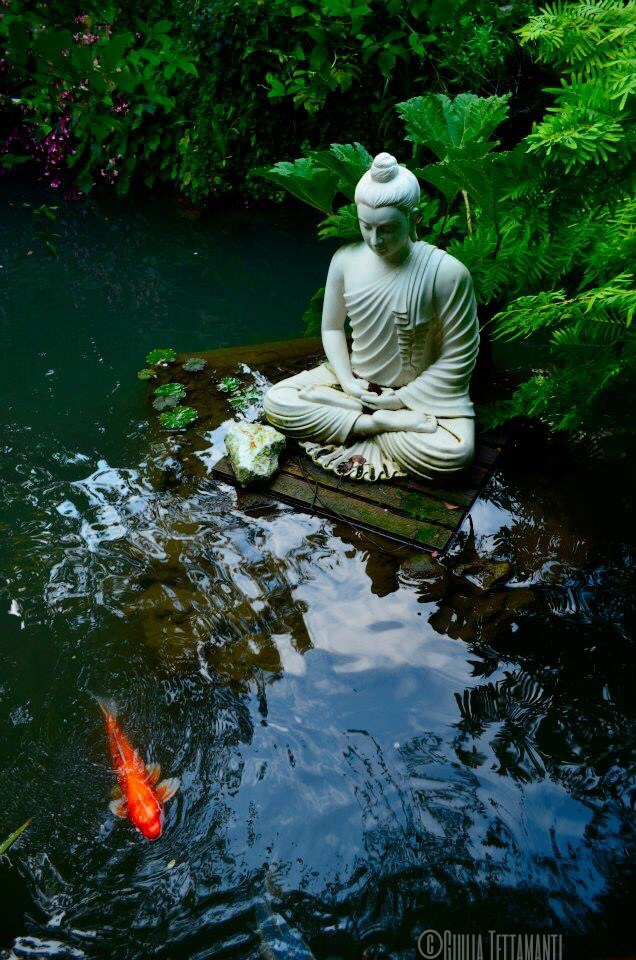 21 japanese style garden design ideas live diy ideas for Japanese garden with koi pond