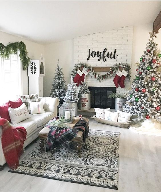 Amazing Christmas Fireplace Decorations To Make Your Room And